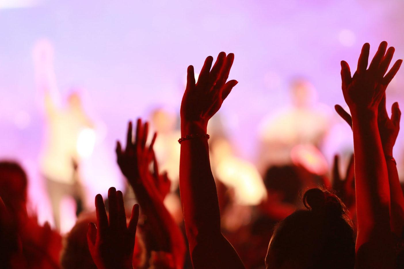 A dicsőítők, tudatosság, közösség